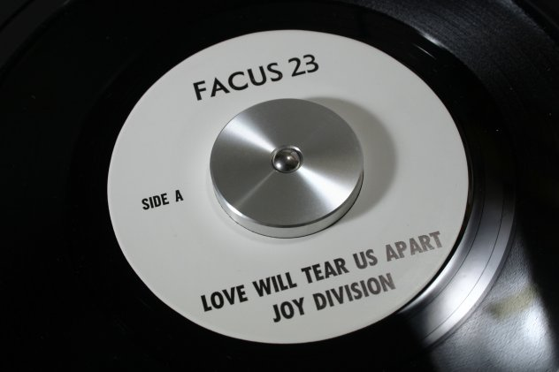 Facus 23 Love Will Tear Us Apart; label detail