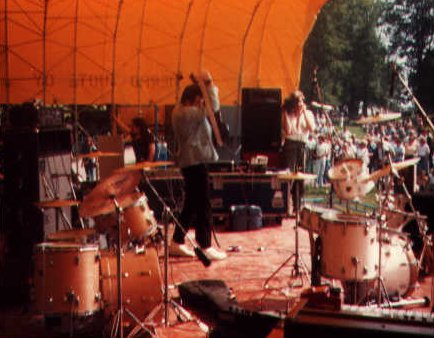 Kevin Hewick live at Kaivopuisto Park, Helsinki, 24 July 1981; note Tony Wilson in the background with camera; photo courtesy Kevin Hewick